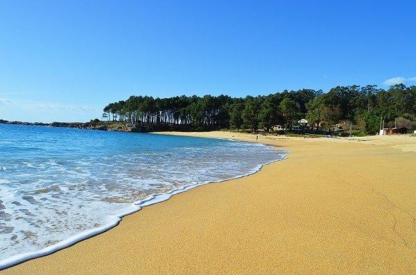 Haz una escapada a la mejor playa de Aldán